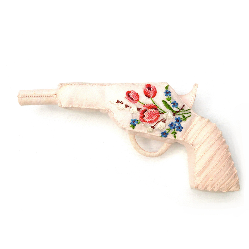 Lulu Carabine - Mouchoir de coton rose brodé, rembourrage de coton