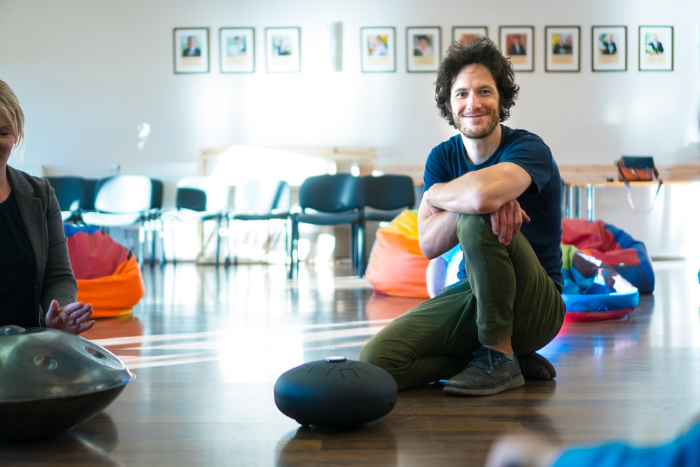 It's not only children who have fun with the handpans, grown-ups are also discovering their inner child! Learning a balanced way to play requires the relaxation of the body and mind. Learning to relax some muscles while using the others builds body-awareness and is a prerequisite to balance and flexibility on the phycial, mental and emotional plane. Mastering this, in turn, leads to CONFIDENCE!
