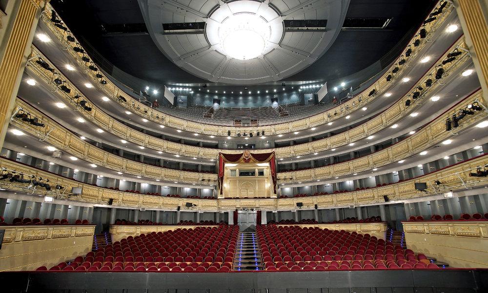 Teatro Real, Madrid - El Teatro Real de Madrid es uno de los teatros de ópera más importantes de Europa. Su construcción fue ordenada por la reina Isabel II, de ahí su calificativo de Real - en los años de auge de la ópera (marcados en particular por la visita de Verdi en 1863 para presentar su última ópera 'La forza del destino').