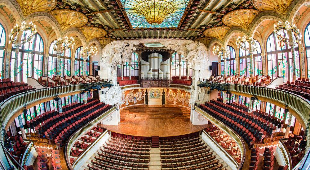 Palau de la Música, Barcelona - El Palau de la Música Catalana de Barcelona es una sala de conciertos situada en el barrio de Sant Pere de Barcelona. Es obra de Lluís Domènech i Montaner, uno de los principales artistas del modernismo catalán.