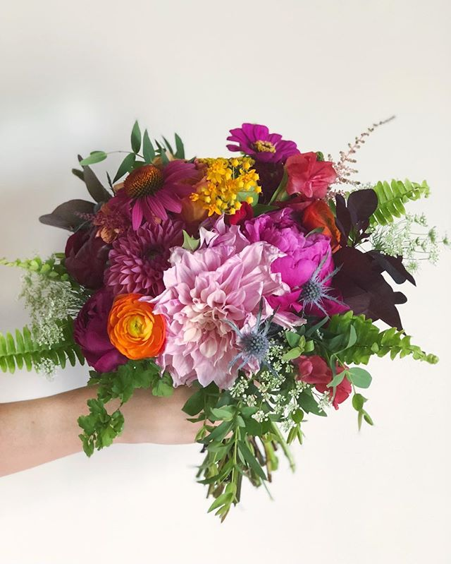 B O U Q U E T | A cheery bouquet for one cheery bride 👰🏻