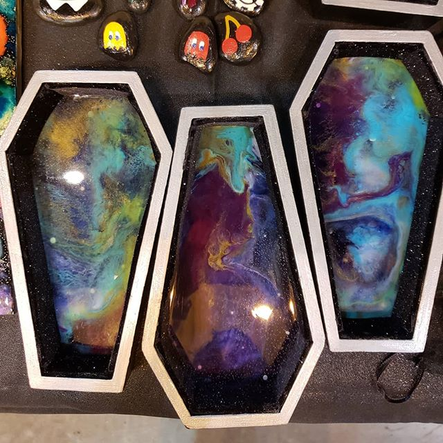 Day 20: Coffin. Acrylic paint, resin and silver sparkle black velvet in wood coffins. Cheating, but I'm working on the next batch that isn't quite ready yet 🤗 #aprilartchallenge #aprilartchallenge2019 #bybun #acrylicart #resin #resinart #space #spaceart #coffin #tray #pourpainting #pourart #pour #wood