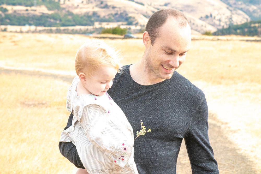 Dreamy Fall Family Photoshoot 17.jpg