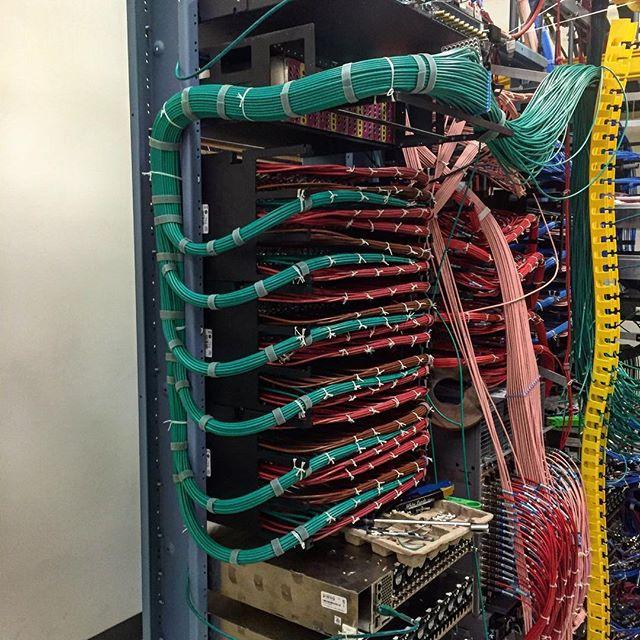 120 Return and forward nodes build #cableporn#menatwork#datacenter#qpsk#pathtrack#broadcast#hsd#hub#rx#tx#wiring#coax
