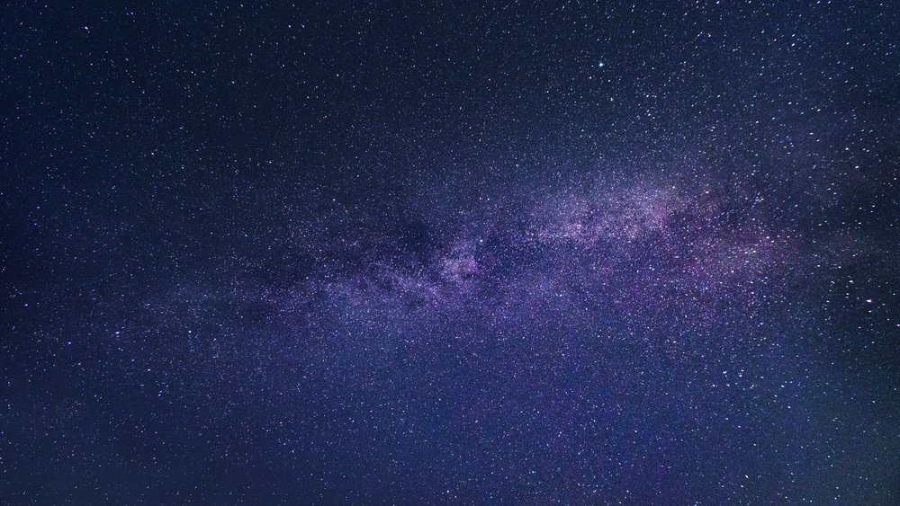 Ciel bleu nuit parsemé d'étoiles