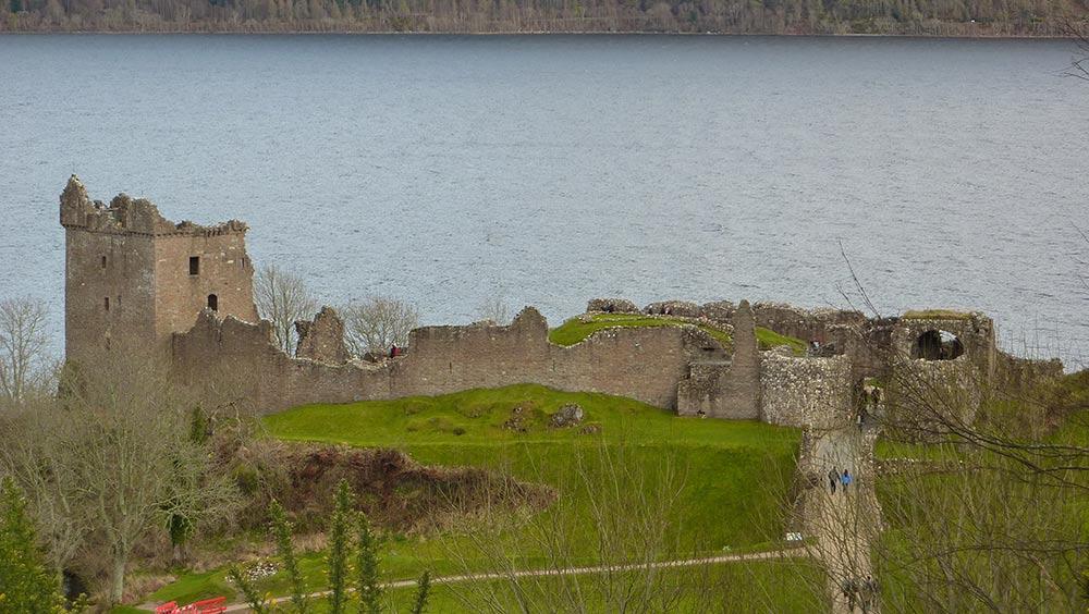 Urqhart-castle.jpg