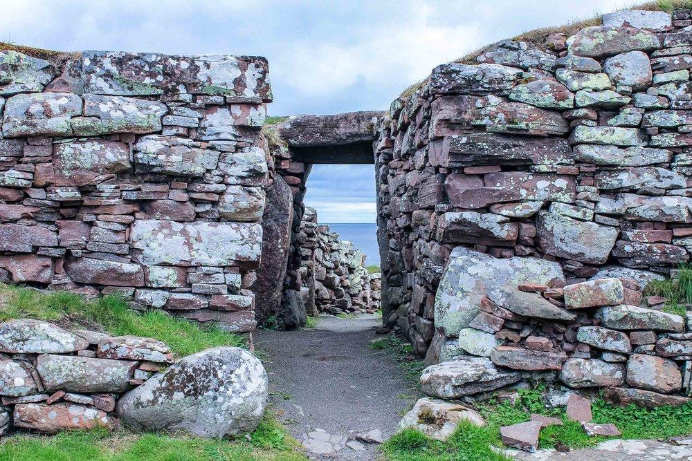 13-carn-liath-broch_entrance.jpg