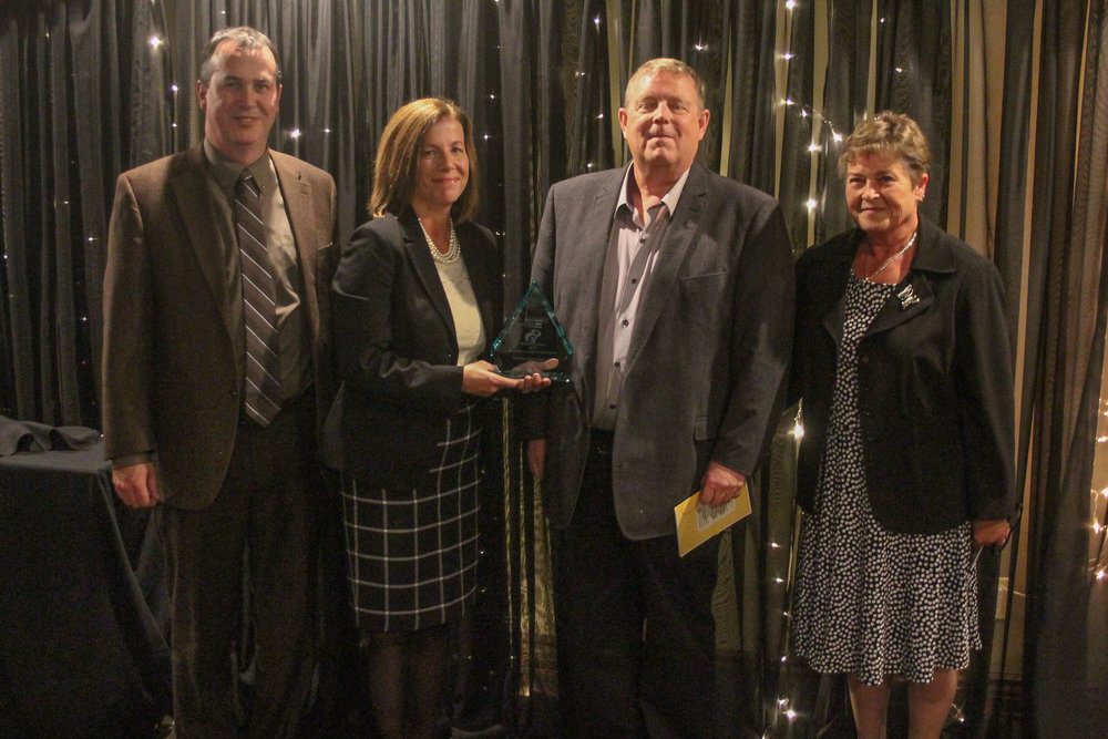 Keil-Dadson Insurance was the Business Service of the Year at the 2017 Business Excellence Awards banquet. Tim Keil accepted the award from Award Sponsor, The Municipality of North Perth (with Kriss Snell, Kim Kowch and Mayor Julie Behrns)