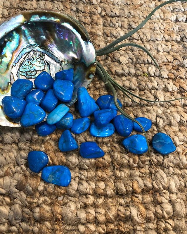 Blue Howlite.  An amazing tool for insomnia and calcium deficiency in the body.  Did you know that in addition to the generic attributes of howlite, blue howlite specifically aids in dream recall? It helps in accessing the insights that dreams bring to us.