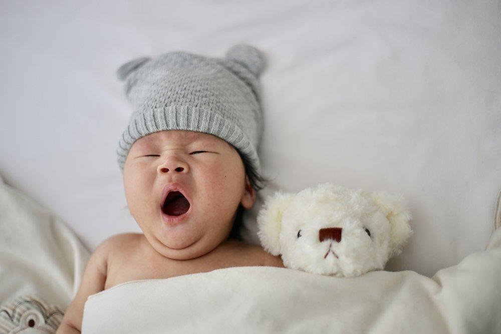 ahhh the sleepy baby and his lovie