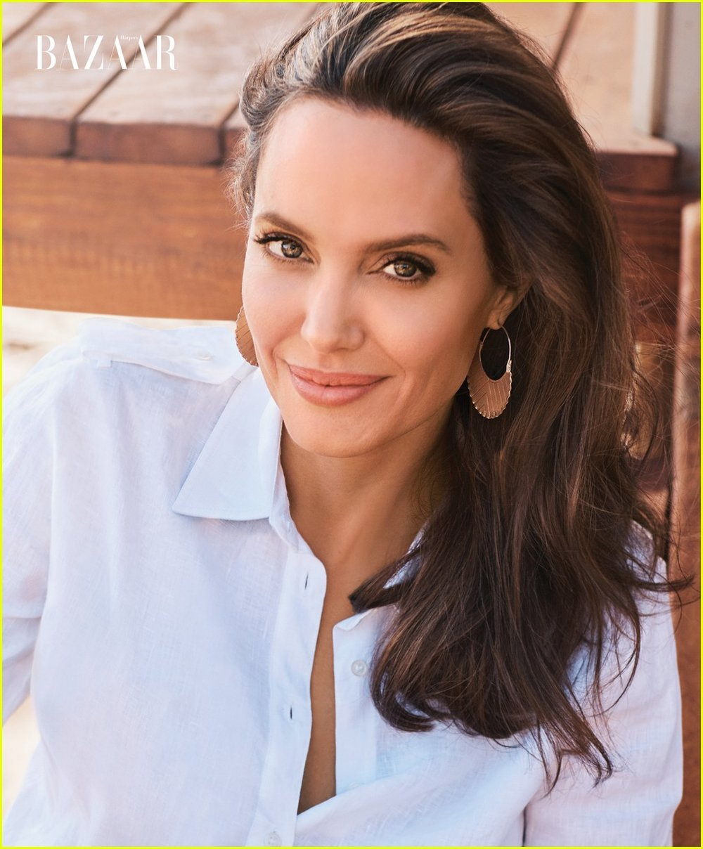 Watch Angelina jolie is not a wicked witch according to angelina jolie video