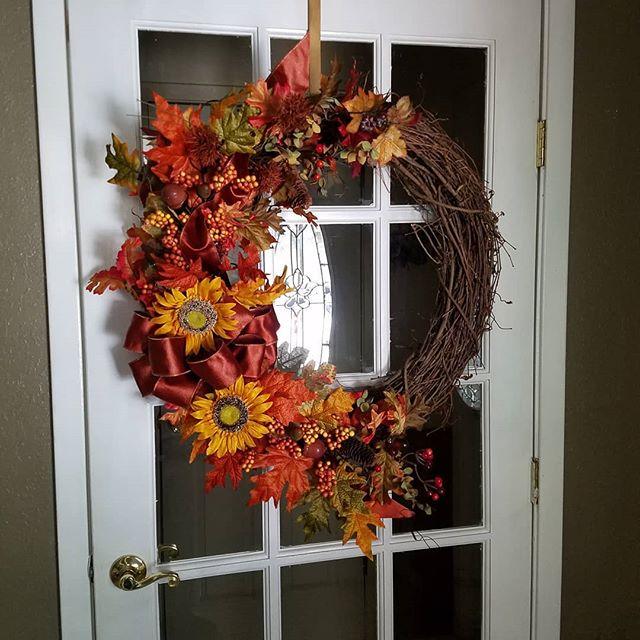 The Otoño Corona, Loving this beautiful Otoño Wreath!!!!