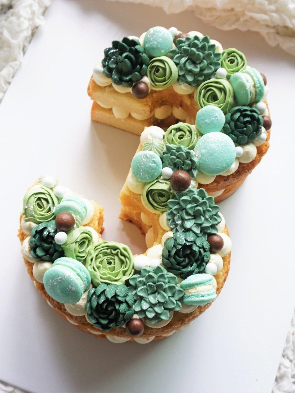 Cakes_By_Aranee_Perth_Drip_Cakes_Custom_Cakes_Wedding_Cakes_Macarons_Cupcakes_Personalised_Cookies_CAKES_Gallery4.jpg