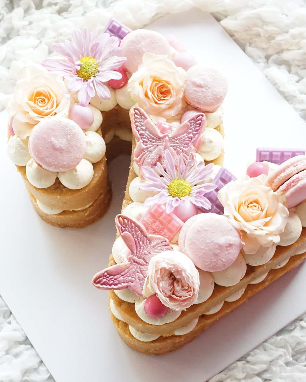 Cakes_By_Aranee_Perth_Drip_Cakes_Custom_Cakes_Wedding_Cakes_Macarons_Cupcakes_Personalised_Cookies_CAKES_Gallery3.jpg
