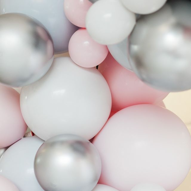 Is it just us who want to dive headfirst into this image of marshmallowly @balloonistco balloons?! No?