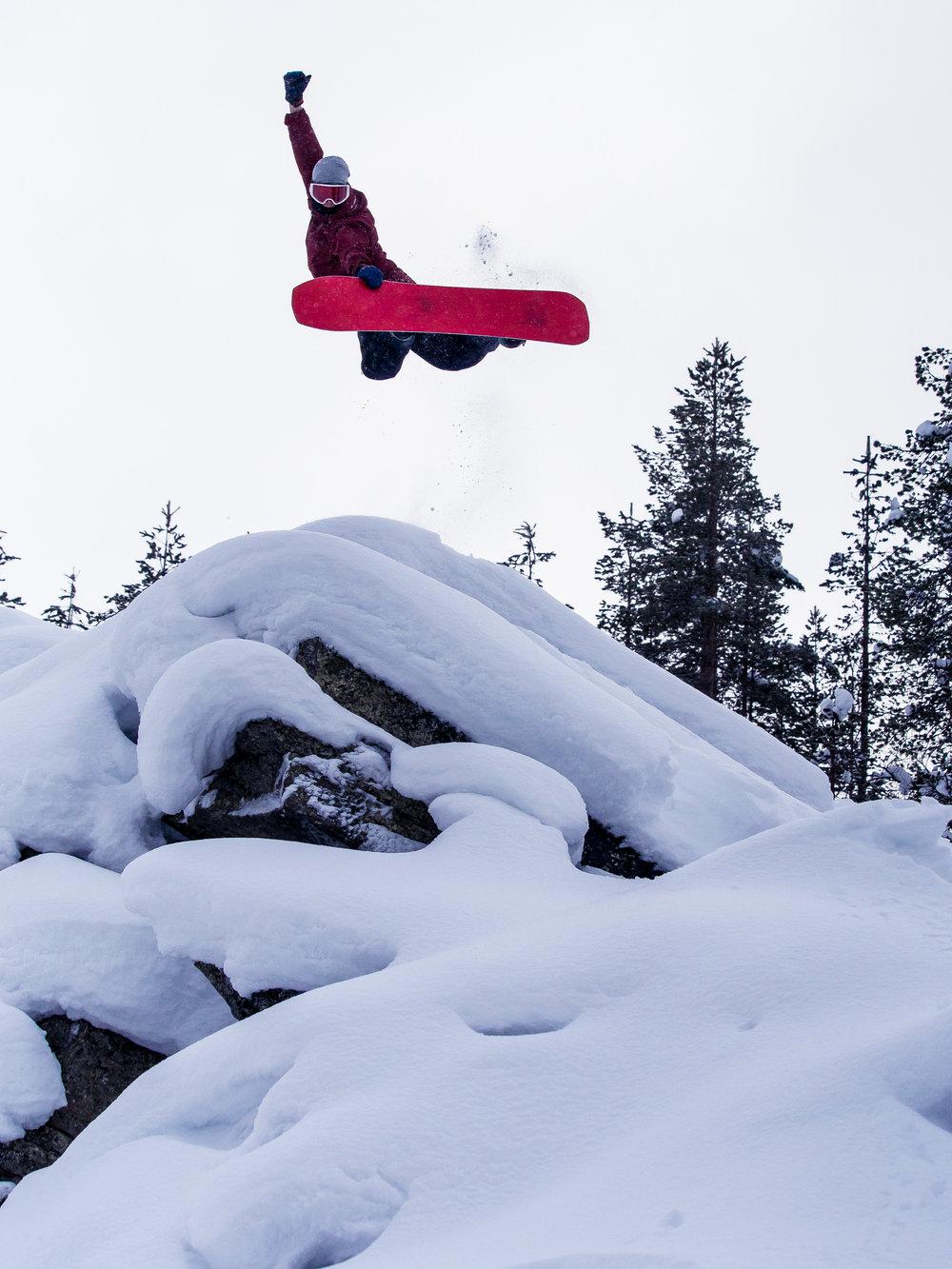 Pyhä bAAnked - Antti Autin isännöimä lumilautailuviikonloppu, jossa seikkaillaan tunturissa etsimässä luonnon täydellisiä lumiaaltoja ja tuikataan lujaa suurella intohimolla lapioiduissa kaarissa