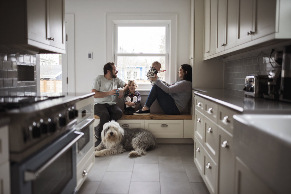 Lifestyle family photography family in kitchen with dog
