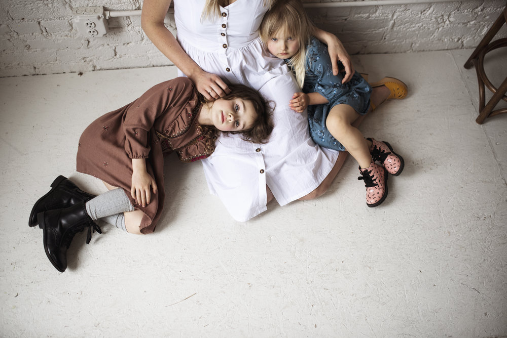 Seattle lifestyle photographer mom has two daughters in her lap