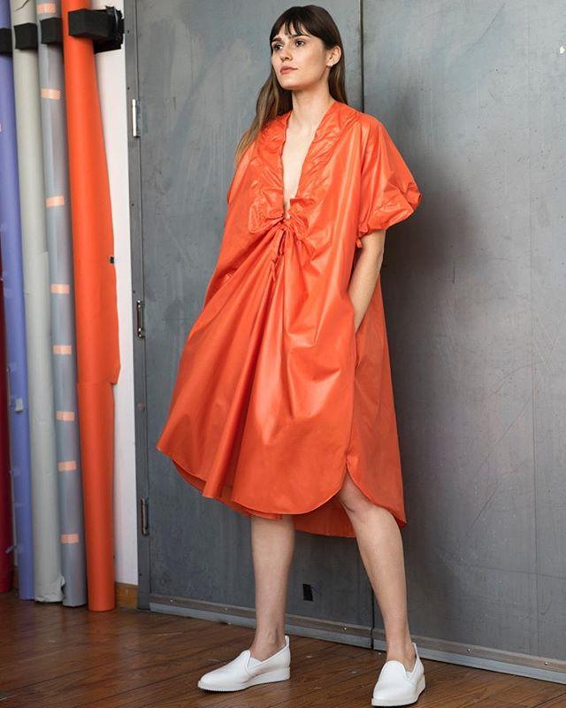 Light and chic in tangerine #travellighttravelfar #easypeasy #nydesigners #lightweightclothing # @gudrungeorges @lenabedoyan
