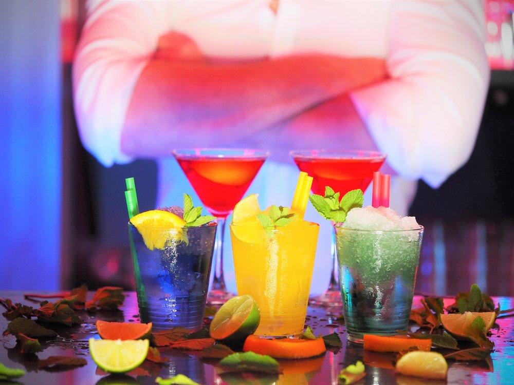 alcohol-bar-barman-110472.jpg