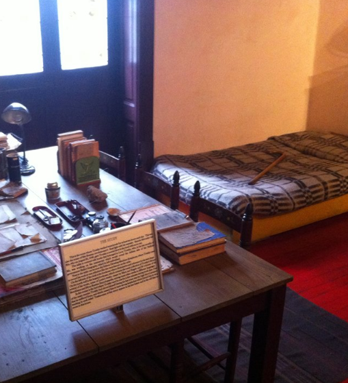 Trotskis Eispickel Arbeitszimmer.png