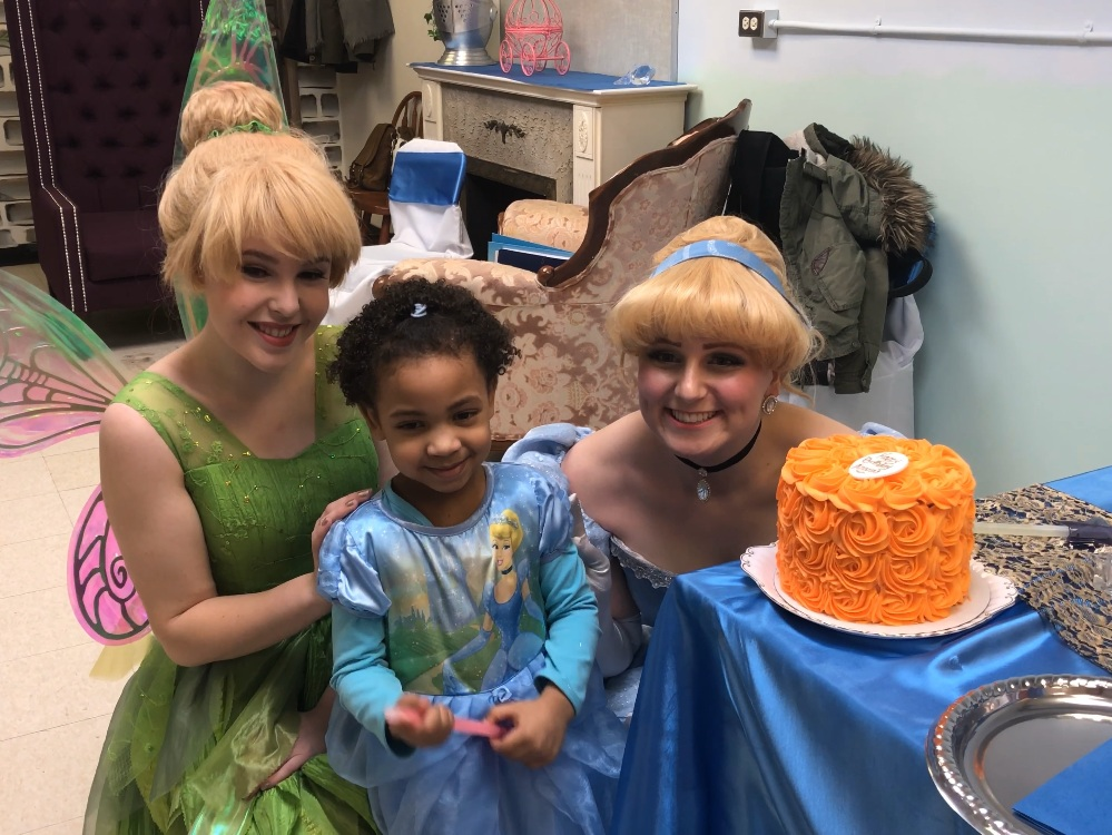 Meet Azariah - …and her newfriends Tinkerbell and Cinderella!