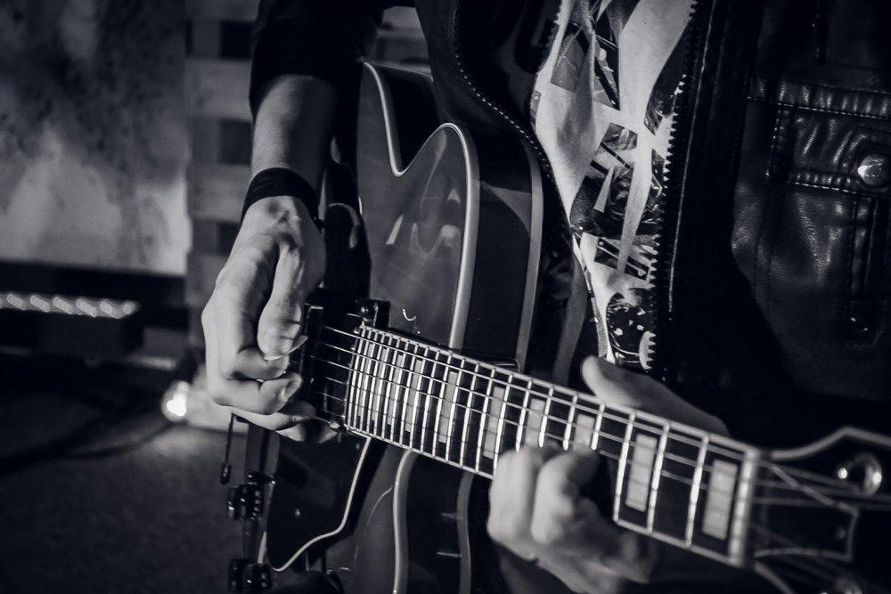 guitar_music_sound_show_band_instrument_light_stage-700474.jpeg
