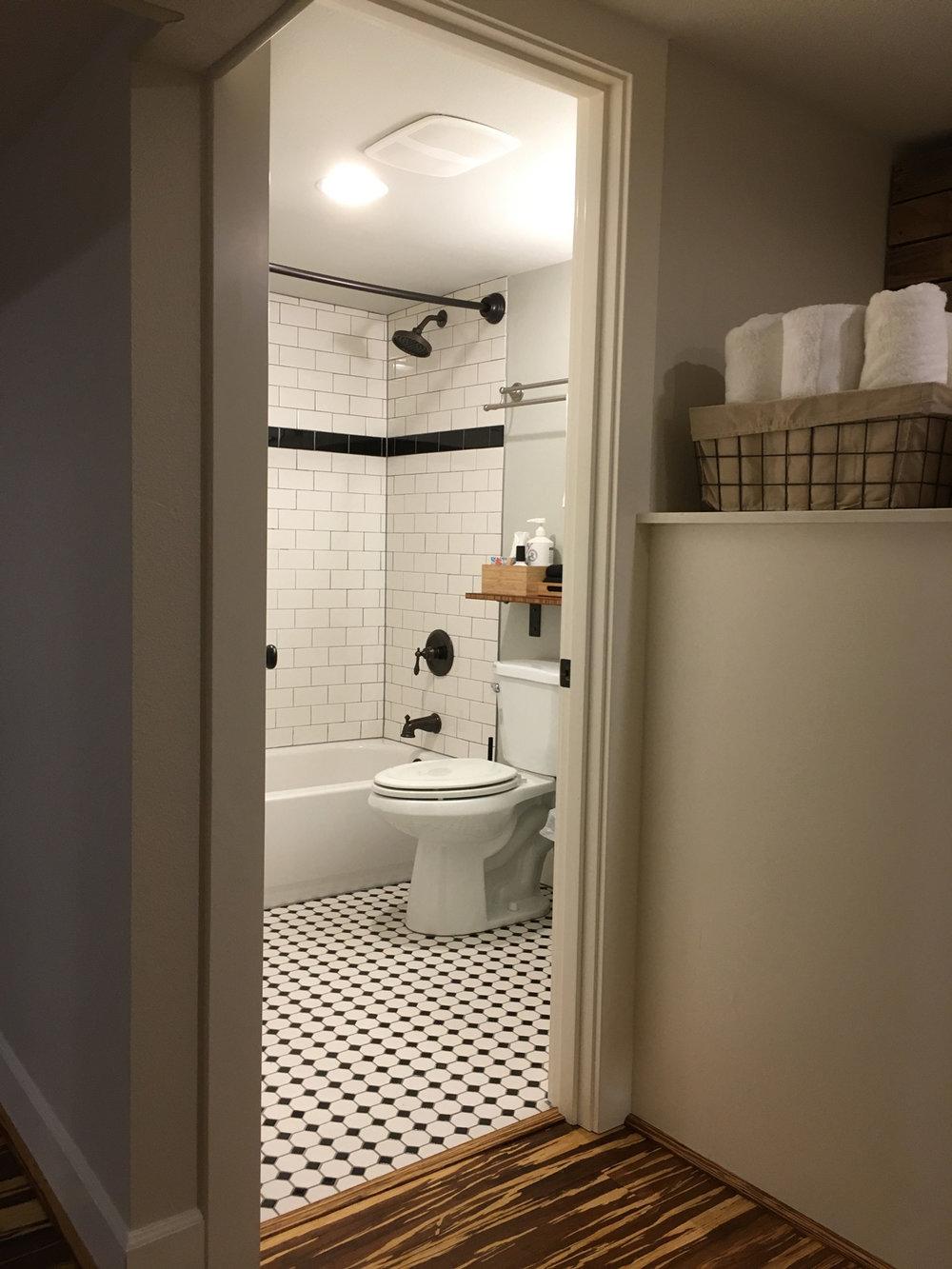 Maple-Suite-Bathroom.jpg