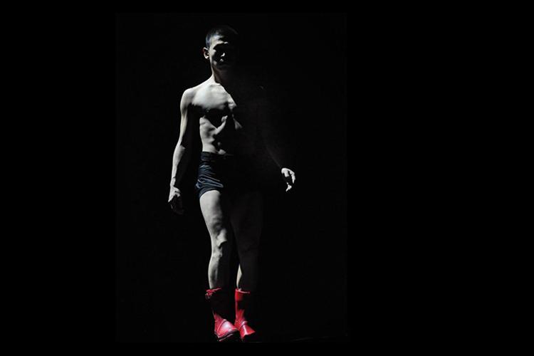 Photo: Hugo Glendinning  Choreography:  TeZuKa  by Sidi Larbi Cherkaoui  Sadler's Wells Theatre 2012