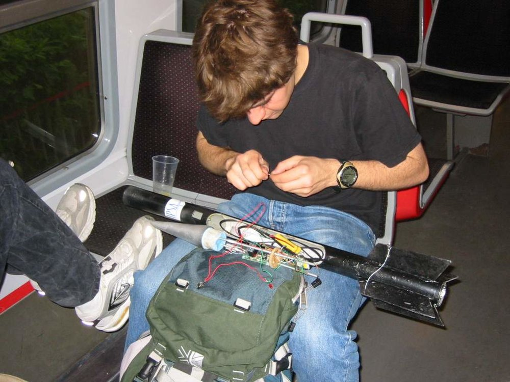 002__24_05_03_On bosse dans le train !.JPG