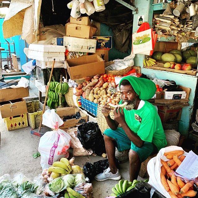 """This is Mark… my veggieman"" #delacruz_elchef . . . . . #cook #cookbook #cheflife🔪  #elchef #jamaica #vegan #vegetarian #delacruz_hermanos #privatechefservice #privatecheflife #privatechef #privatecheffing #delacruz_selector #chefconsultant #salsadura #cookingmusic @mezcalalipus"