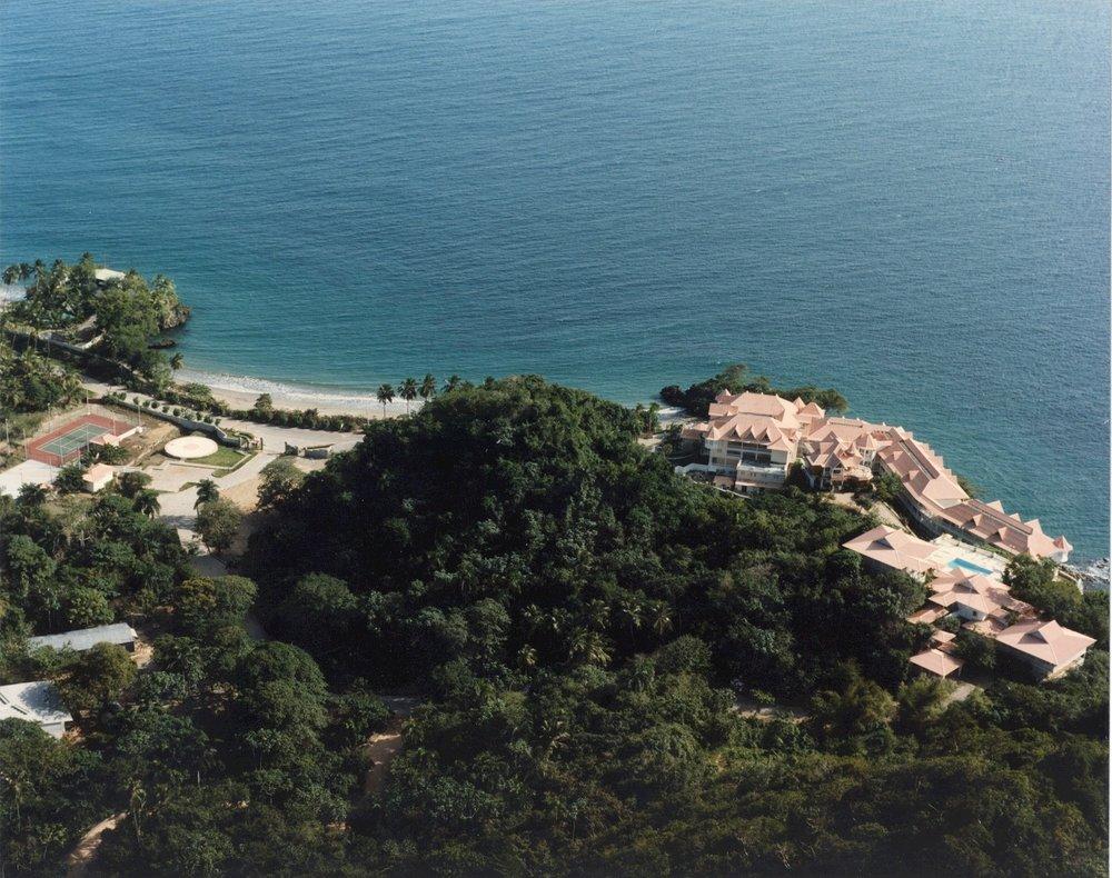 Tenis, Hotel y Villas desde Urb..jpg