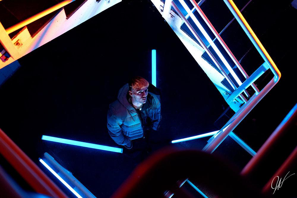 Neon Treppe.jpg