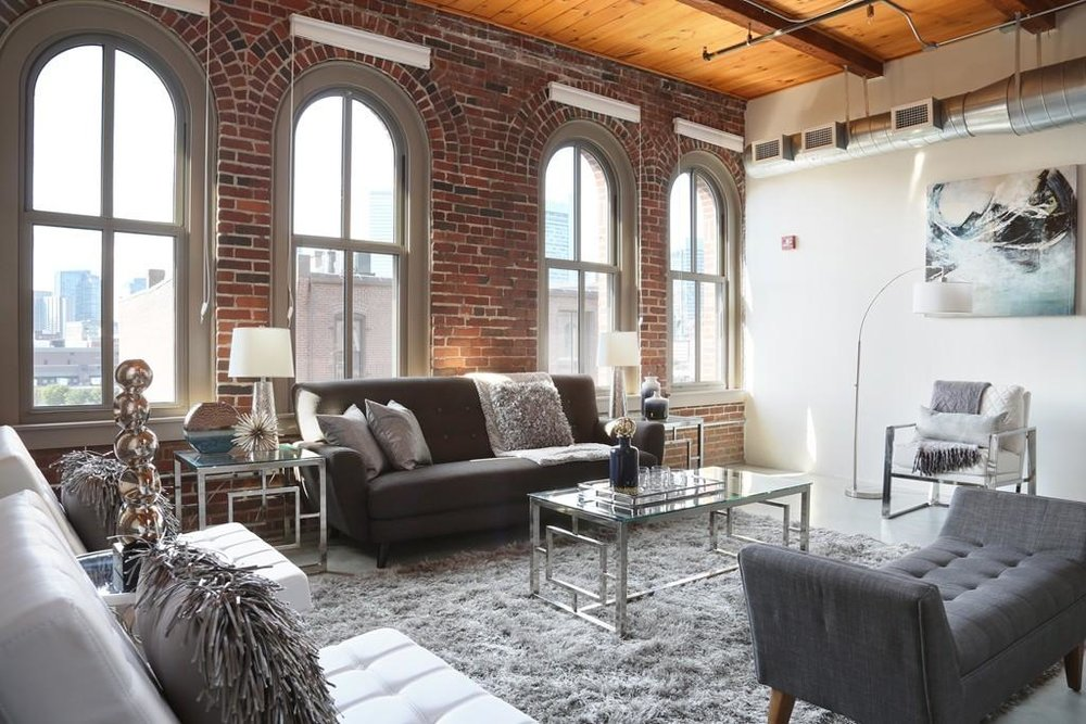 35 Channel Center St. #505 - 1 bed, 1 bath, 1519 sq/ftPrice: $1,510,000Now is the time to make this penthouse loft of your dreams your home! Designed by renowned local architect, Elizabeth Whittaker, this sprawling 1519 square foot loft features soaring ceilings and oversized sky-lights, maximizing the Southern exposure and sun. Four double-high arched windows in the living space reflect great sunlight and present panoramic views from Back Bay to the Financial District.