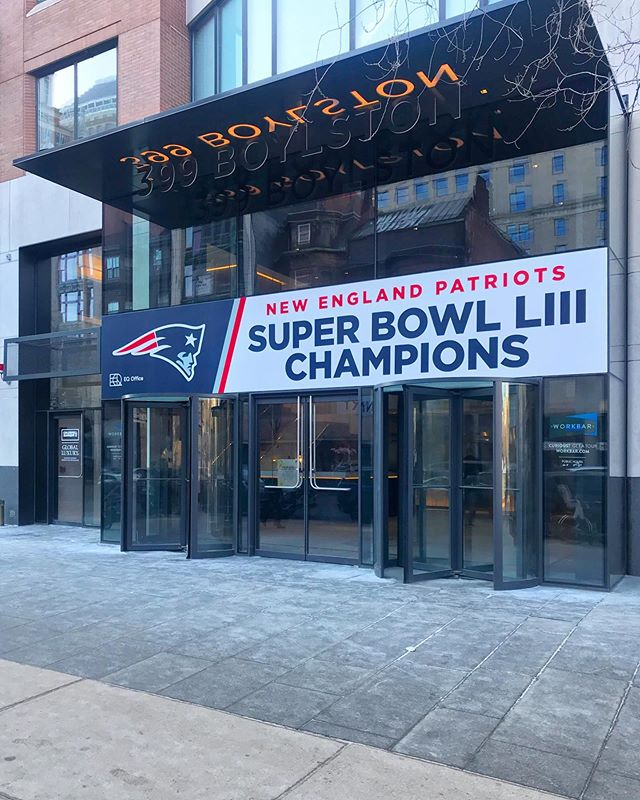#LFG @coldwellbankerboston 399 Boylston ready for the @patriots victory lap today!  #6 #patriots #coldwellbanker #barkarealestate #nfl #boston #goat #realestate #backbay #victorylap #champs #stillhere