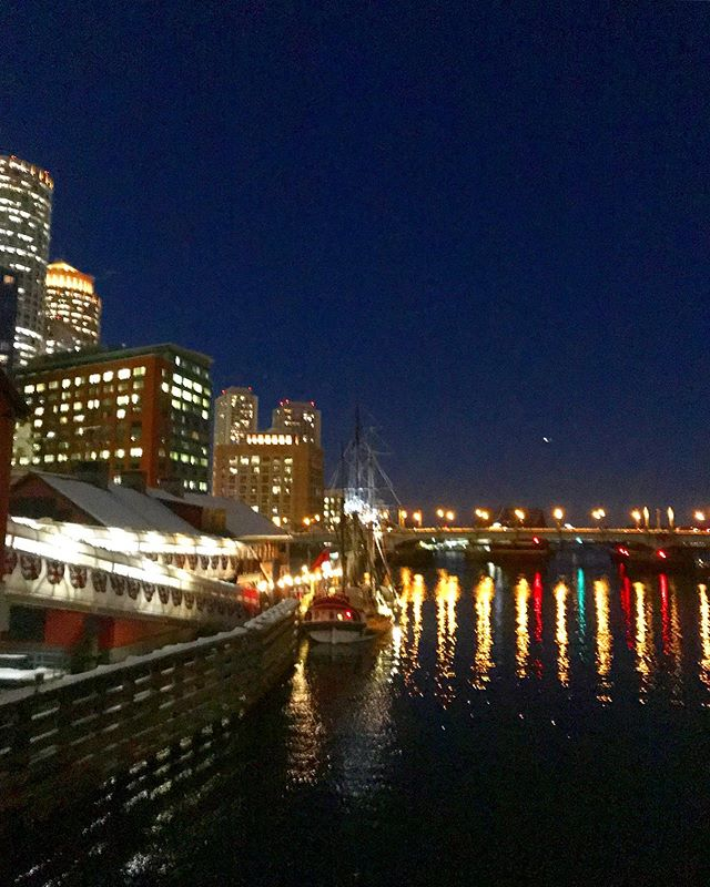 Evening showings on the Boston Waterfront- can't beat these views!  #boston #igboston #coldwellbanker #bostonharbor #realestate #realestateagent #barkarealestate #seaportboston #fortpointboston #waterfront