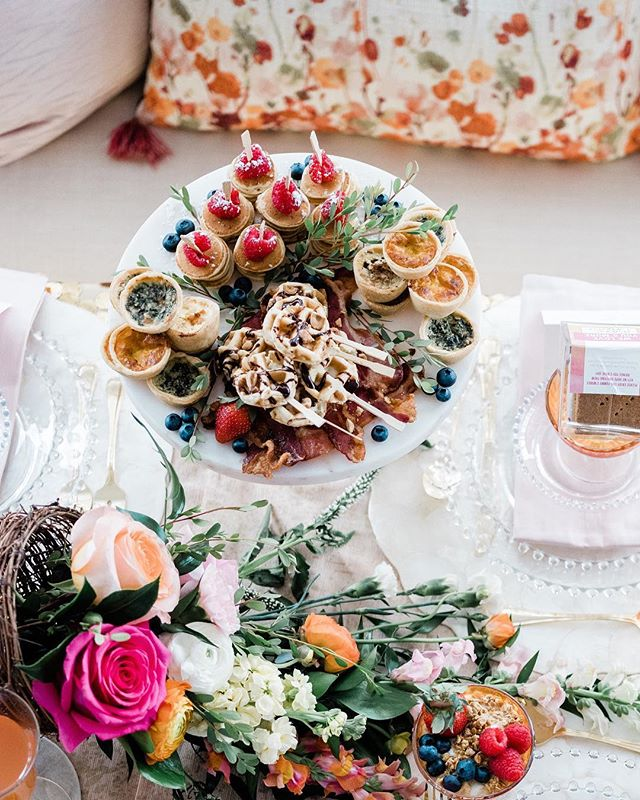 Dreaming of weddings? 💕 Picture yours at the Peggy Notebaert Nature Museum.  With these beauties.  Oooohhh YES please!  Don't forget to join us next Tuesday the 19th from 6-8:30 for our fabulous Open House with a special appearance by celebrity chef Graham Elliot!  RSVP:Nina@calihancatering.com  Venue: @naturemuseum Planner: @savvyroseevents Photographer: @yasminalesia Florals: @ayselcristianfloralatelier Design, Styling & Rentals: @rustiqueswan Draping: @blooming_events_by_ana_vicol Cake: @spencertrygvecakes Champange truck: @thebubblytruck  Desserts/Favors :@xo.marshmallow Catering: @Calihan_Catering Stationery: @emeryanndesign Calligrapher: @thechicagocalligrapher Dress and suit: @vanessasmodernbride Hair: @milianbonillobeauty Make-up:@sophiabellabridal Jewlery: @meljoycreations Model: @leah472 Model: @endlesscrowd