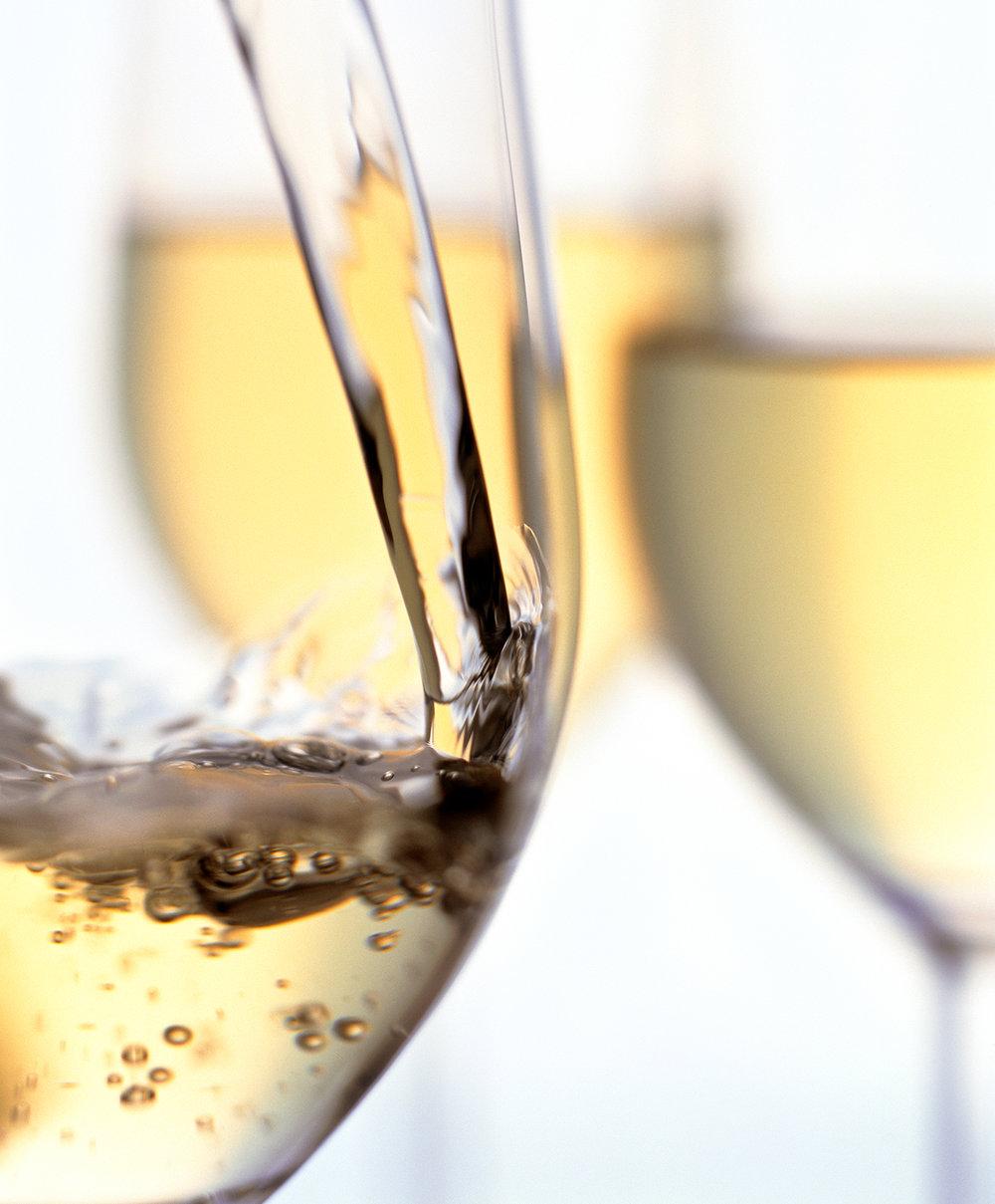 23_WS_White_Wine_Pour_v2_original.jpg