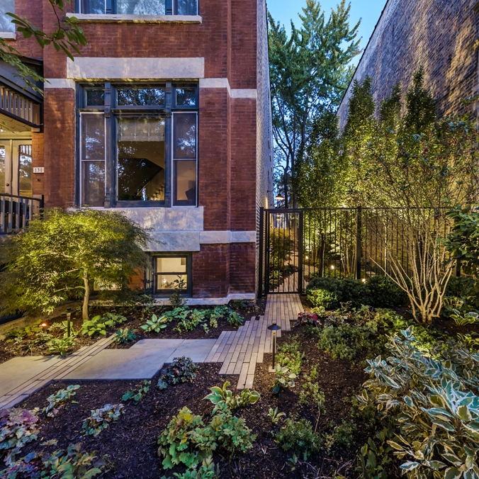 SIDE YARD STANDOUT  Residential Design + Build  Bucktown, Chicago