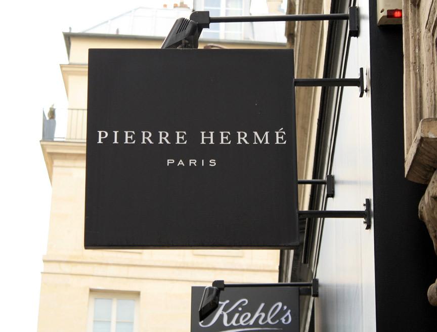Pierre_Hermé_shop_sign,_Rue_Bonaparte,_Paris.jpg