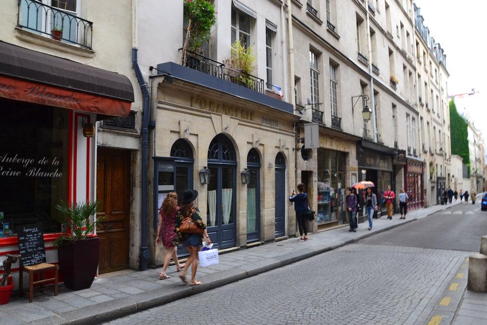 L'Orangerie,_28_Rue_Saint-Louis_en_l'Île,_75004_Paris_2014.jpg