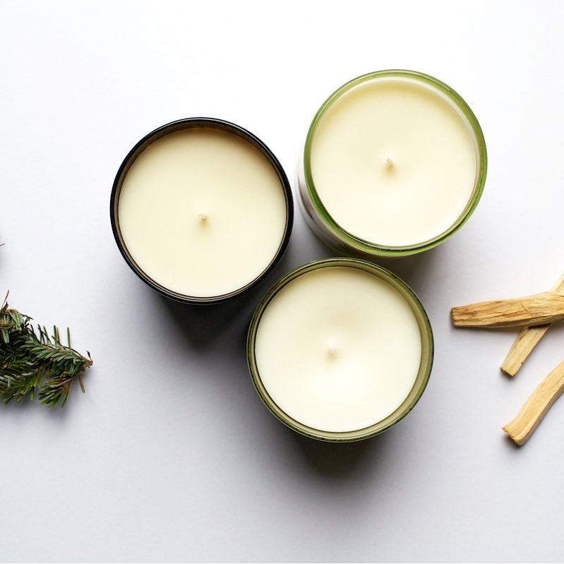 Sandalwood: Warm oud, Virginia cedar and creamy sandalwood gently ease into a powdery musk finish.