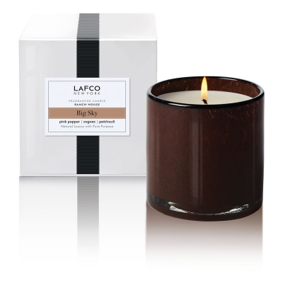 Bog Sky: Smooth cognac splashes over pink peppercorn, clove and nutmeg, then settles into a warm base of patchouli.
