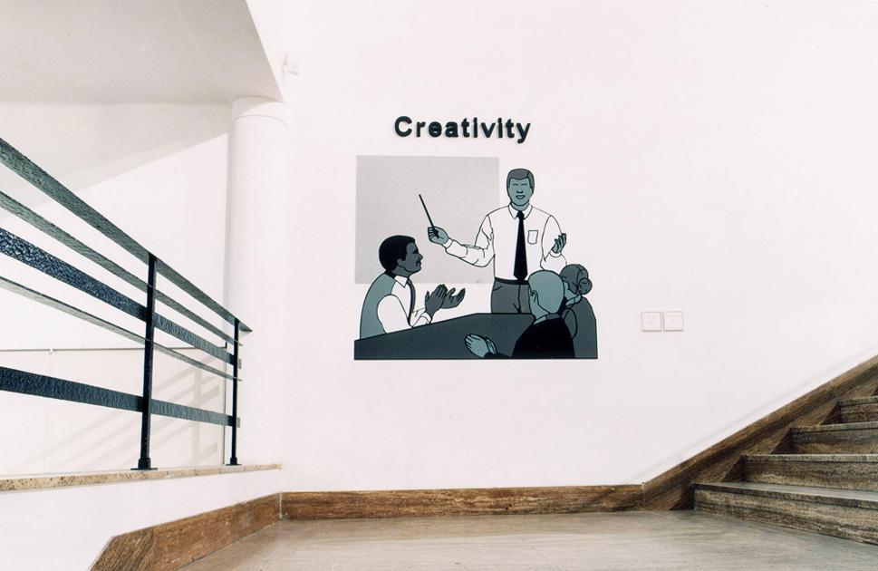 """""""Creativity"""" (2001).  Instalación.  Sintra, vinilo y letras en polifán.  Colección MACRO, Rosario de Santa Fe (Argentina)"""