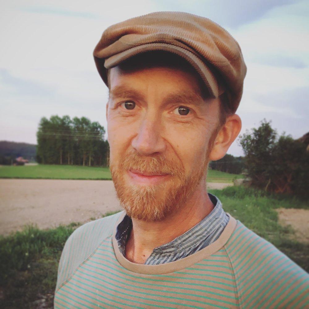 MATS TIELMAN LINDBERG - ljussättare, producent och skådespelareMats har jobbat som tekniker, ljussättare och frilansande skådespelare i 25 år. Han har jobbat med (Teater C) Uppsalas Fria Teater i olika uppsättningar sedan 2011 och var även en av de fasta medlemmarna.