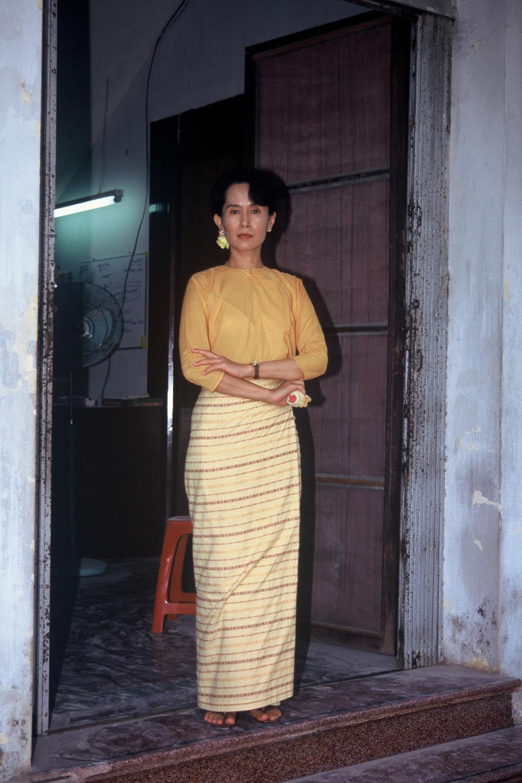 1996-Aung-San-Suu-Kyi-Myanmar--01.jpg