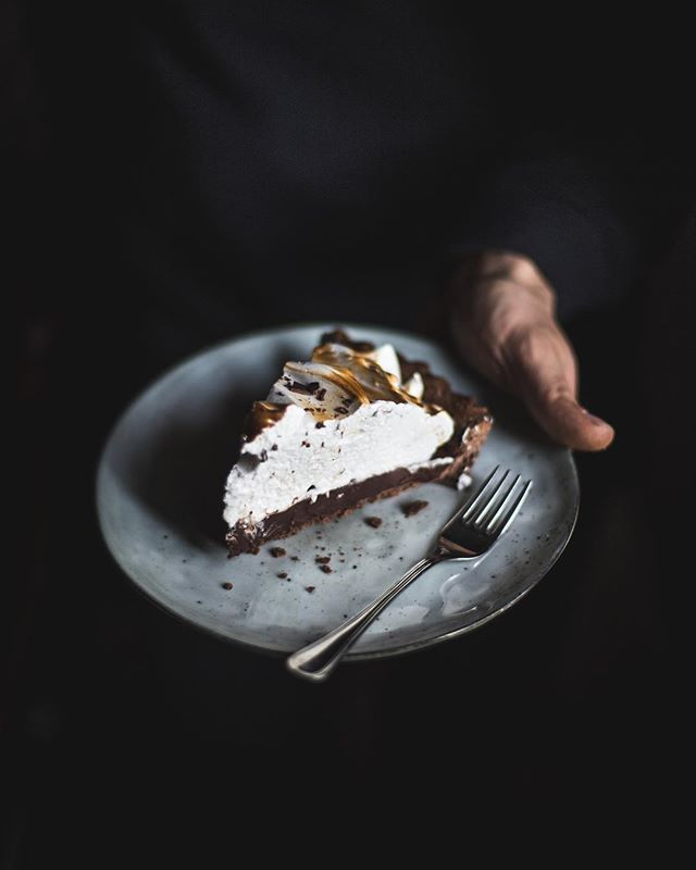Sharing the recipe for this insanely delicious chocolate and meringue tart on the blog this week! 🍫 seriously one of the best tarts I've ever made!