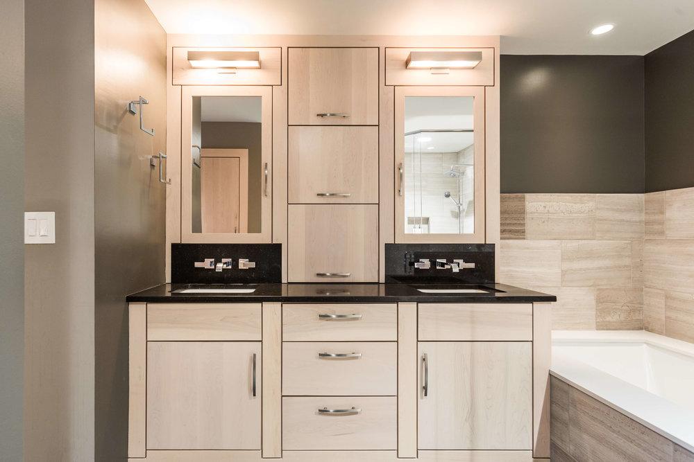 Modern Bathroom-15.jpg