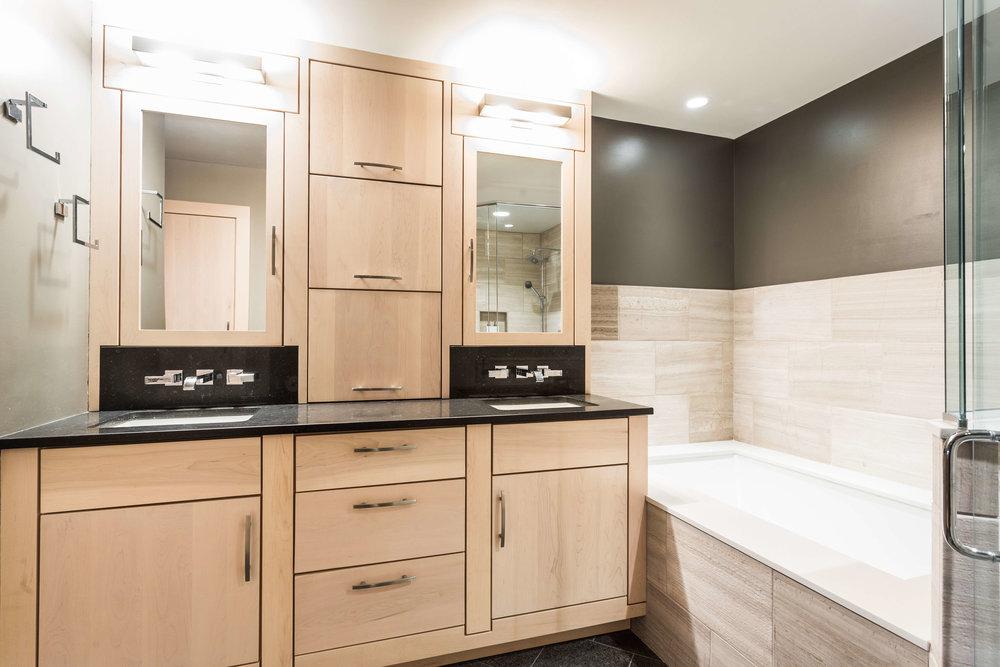 Modern Bathroom-14.jpg