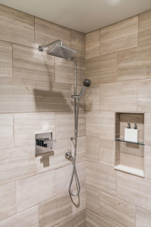 Modern Bathroom-12.jpg
